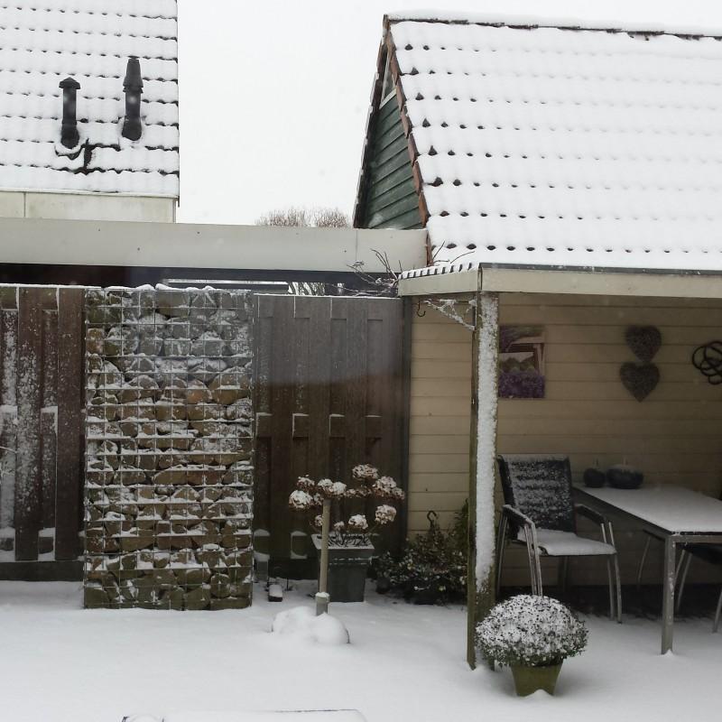 sneeuw in warffum
